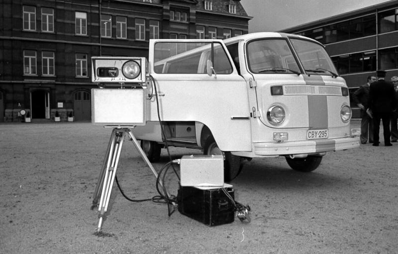 1976-v10.jpg