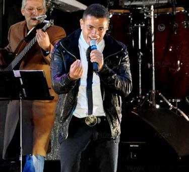 عمرو دياب  لا يستاهل 2011 تحميل الأغنية MP3