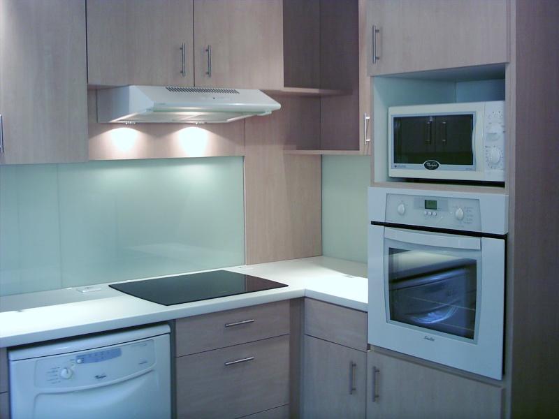 cr dence et plan de travail. Black Bedroom Furniture Sets. Home Design Ideas