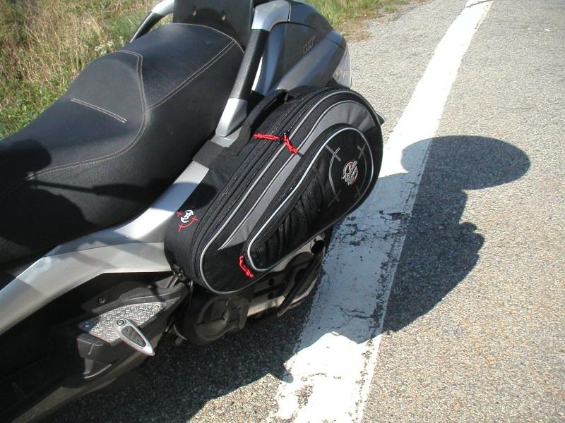Sacoches cavali res sur piaggio mp3 et metropolis for Housse moto dafy